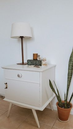 Recycled Furniture, Vintage Furniture, Furniture Decor, Harry Styles Wallpaper, Aesthetic Rooms, Easy Home Decor, New Room, House Rooms, Ideal Home