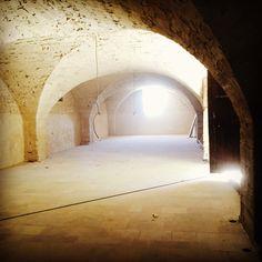 Grande salle voutée rénovée à la chaux. Salle d'époque 17ème siècle.  Le petit Roulet en Provence