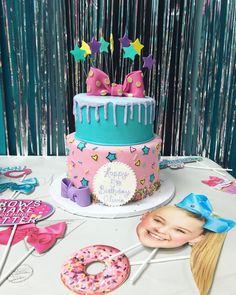 Jojo siwa cake (idea only) 📍 Little Girl Birthday, Boy First Birthday, 8th Birthday, Jojo Siwa Birthday Cake, Barbie Birthday, 5th Birthday Party Ideas, Birthday Backdrop, First Birthdays, Sweet