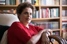 """Dilma Rousseff: """"O que está em jogo hoje é o que vai ser a eleição de 2018. Essa será a pauta a partir da metade do ano(Foto: Maia Rubim/Sul21) Marco Weissheimer Quase seis meses depois da votação da última etapa do impeachment no Senado Federal, Dilma Rousseff olha para esse período não como uma página virada na sua história de vida ou na históri"""