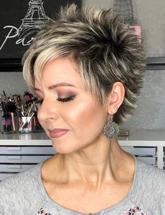 pixie cut with spiked back Messy Short Hair, Short Hair With Layers, Short Hair Cuts For Women, Short Spiky Hairstyles, Hair Quality, Short Wigs, Stylish Hair, Hair Today, Curly Hair Styles