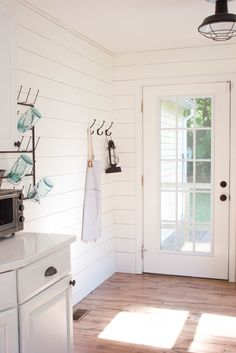Farmhouse kitchen with shiplap walls, quartz countertops, and vintage accents | Farmhouse Kitchen Makeover | Kitchen Decor Ideas || Lauren McBride