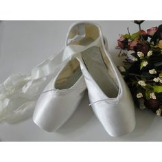 ballet professional satin pointe ribbon ties shoes white black ❤ liked on Polyvore featuring shoes, flats, ballet, dance, backgrounds, zapatos, ballerina flats, satin shoes, ballet pumps and pointy-toe flats