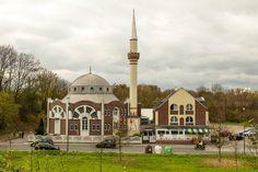 'Fatih Moschee' von toeffelshop bei artflakes.com als Poster oder Kunstdruck $17.33