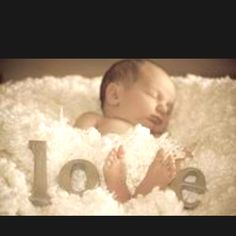 Beautiful newborn photo!: Could also do with vinyl and footprints in pic frame.