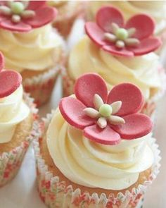 adorn vanilla cupcakes with vanilla icing and pink flowers