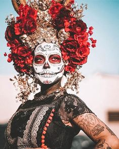 """BWG Travel Tips. Have you heard of Día de Muertos? 2019 - la catrinaBWG Travel Tips. Have you heard of Día de Muertos? This translates to """"Day Of The Dead"""" a Mexican Holiday to remember and honor deceased loved ones. During this ancient fes Day Of The Dead Artwork, Day Of The Dead Skull, Halloween Make Up, Halloween Face Makeup, Vintage Halloween, Halloween Costumes, Day Of Dead Makeup, Day Of Dead Costume, Mexico Day Of The Dead"""