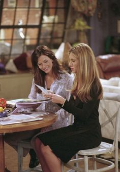 Still of Jennifer Aniston and Courteney Cox in Friends (1994)