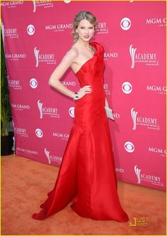 """Taylor Swift. This looks similar to Katniss's first interview with Caesar dress...""""Twirl."""""""