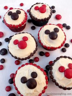 M&M Mickey Cupcakes - so adorable and so easy to make! A great dessert for a Mickey Mouse Party, a fun baking activity to do with your kids or a nice treat for that Disney Fan in your life. For more great Mickey Mouse Party Ideas Baking Recipes Cupcakes, Baking Recipes For Kids, Easy Cupcake Recipes, Baking With Kids, Disney Desserts, Great Desserts, Mickey Mouse Food, Mickey Mouse Parties, Minnie Mouse