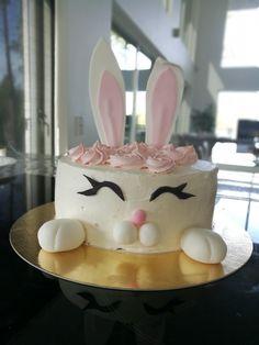 Chocolatecake with rasberry and chocolatemousse. Birthday Cake, Baking, Desserts, Food, Tailgate Desserts, Deserts, Birthday Cakes, Bakken, Essen