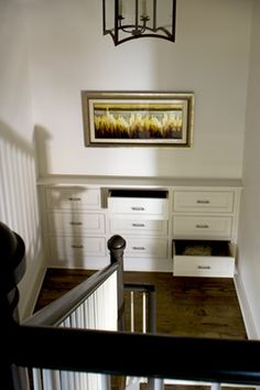stair case landing built in dresser Stair Landing Decor, Staircase Landing, Stair Decor, Built In Dresser, Small Hallways, Hallway Decorating, Decorating Ideas, Interior Stairs, House Stairs