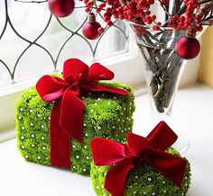 Red And Green Christmas Decoration Ideas 5