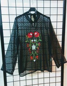 Blusa transparente black novedad.