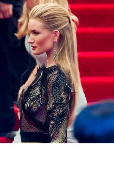 La demi-queue de Rosie Huntington-Whiteley Best celeb hair styles