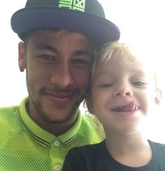 Neymar da Silva Santos Júnior with his super Daivd lucca da Silva Neymar Jr, Good Soccer Players, Football Players, Fc Barcelona, Fifa, Bae, Messi And Ronaldo, Cristiano Ronaldo, Hot Dads