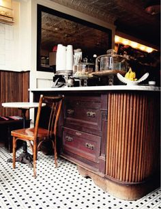 Find an antique chest and transform it into a counter. A simple life weekend coffee shop. Coffee Shop, Coffee Cafe, Cafe Interior Design, Cafe Design, Design Design, Hotel Restaurant, Restaurant Design, Le Dome Paris, Deco Cafe