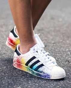 Keys to the Perfect - Tendance Sneakers : Sneaker-Fieber: Diese Turnschuhe müssen unbedingt in Ihr Schuhregal! Cute Shoes, Women's Shoes, Me Too Shoes, Shoe Boots, Shoes Sneakers, Shoes Sport, Sports Shoes, Platform Shoes, Tumblr Sneakers