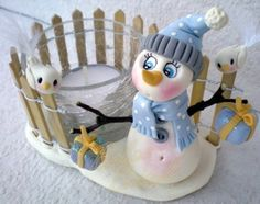 polymer clay snow girl ,could be done with glow in the dark clay! Fimo Clay, Polymer Clay Projects, Polymer Clay Art, Diy Xmas, Christmas Crafts, Clay Candle Holders, Deco Table Noel, Polymer Clay Christmas, Clay Baby