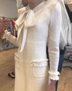 Chanel Wedding Dress, Amazing Wedding Dress, Wedding Dresses, Classy Outfits, Cool Outfits, Ladylike Style, Chanel Jacket, Office Fashion, Fashion Show