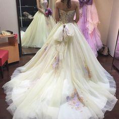 パステルイエローにパープルの刺繍が可愛い大人っぽく着られそう  #カラードレス迷子 #カラードレス#タカミブライダル#プレ花嫁 by miffy1224miffy