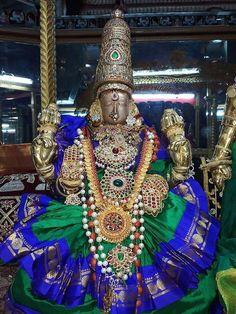 Hanuman Images, Goddess Lakshmi, Hindu Deities, God Pictures, Gods Grace, Indian Gods, Durga, Worship, Lord