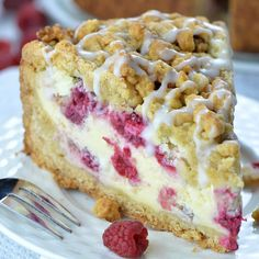 Raspberry coffee cake is bursting with fresh raspberry flavor and topped with a delicious sugar crumbs. Raspberry coffee cake is bursting with fresh raspberry flavor and topped with a delicious sugar crumbs. Köstliche Desserts, Chocolate Desserts, Delicious Desserts, Amazing Dessert Recipes, White Chocolate Fudge, Food Cakes, Cupcake Cakes, Raspberry Coffee Cakes, Raspberry Cake