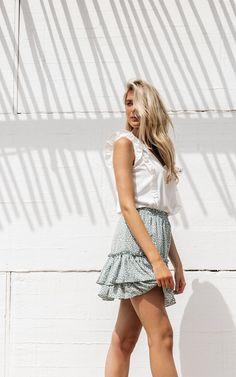 De temperaturen stijgen en wellicht heb je inmiddels plannen gemaakt voor de zomer. Daar horen natuurlijk zomerse items bij van Guts & Gusto - Suzanne-Elisa.nl  #fashionmodel #fashiontrends #whatstrending #ontrend #styleblog #styleinspo #ootd #outfitoftheday #whatiwore #shoppingaddict #currentlywearing #instastyle #lookgoodfeelgood Trendy Outfits, Ruffles, Outfit Ideas, Mini Skirts, Jumpsuit, Fitness, Inspiration, Clothes, Fashion