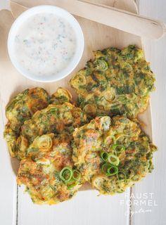 Karotten-Zucchini-Puffer mit Kräuterquark | Faustformel System mit Sasha Walleczek