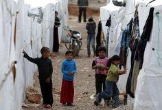 レバノンのシリア難民、100万人を超える 国連 国際ニュース:AFPBB News    レバノン・ベカー渓谷(Bekaa Valley)の町アルサル(Arsal)に設置されたシリア難民キャンプの子どもたち(2014年3月28日撮影)。(c)AFP/JOSEPH EID