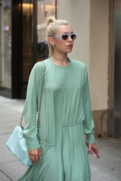They Are Wearing: The Latest Street Style Photos from the NYFW Spring 2020 Shows Nyfw Street Style, Street Style Trends, Spring Street Style, Cool Street Fashion, Casual Street Style, Street Style Looks, Street Style Women, Fashion News, Fashion Outfits