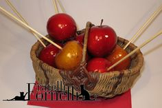 """Delicious """"poisoned"""" toffee apples to offer to your guests for the Halloween's evening - Fratelli ai Fornelli"""