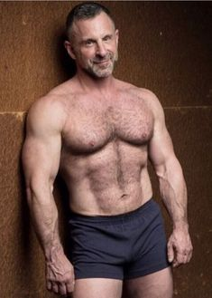 Men Over 40, Beefy Men, Hommes Sexy, Hairy Chest, Muscular Men, Mature Men, Older Men, Guy Pictures, Hairy Men