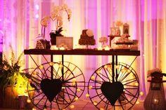 Mesa com rodas Celebrations, Furniture, Home Decor, Vintage Decor, Wheels, Decoration Home, Room Decor, Home Furniture, Interior Design