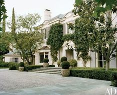The Hollywood Regency façade of the King house | archdigest.com
