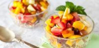 Fruit Salad Greats: Delicious Fruit Salad Recipes, the Top 93 Fruit Salad Recipes Healthy Fruits, Healthy Foods To Eat, Healthy Snacks, Healthy Recipes, Sour Fruit, Ripe Fruit, Sugar Detox Diet, Fruit Salad Recipes, Dessert Recipes