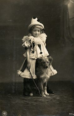 ♕ Vintage Costume Variations ♕ Circus Pierrot with a Dog Circa 1907 Circus Vintage, Vintage Dog, Vintage Children, Vintage Circus Performers, Vintage Ladies, Photos Vintage, Antique Photos, Vintage Photographs, Pierrot Costume