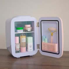 Care Organization, Makeup Vanity Organization, Vanity Makeup Rooms, Makeup Shelves, Bathroom Drawer Organization, Makeup Storage Organization, Fridge Organization, Rangement Makeup, Cute Room Decor