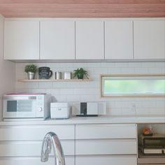 Kitchen/IKEA/食器棚/セリア/ホワイトインテリア/フェイクグリーン...などのインテリア実例 - 2018-08-26 12:53:33 | RoomClip (ルームクリップ) Kitchen Tiles, Kitchen Decor, Kitchen Cabinets, Interior Design Kitchen, Interior Decorating, Natural Interior, Interior Design Inspiration, Backsplash, Cupboard