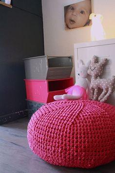 Pouf mummy by la fée niasse Crochet Diy, Pouf En Crochet, Crochet Cushions, Crochet Pillow, Love Crochet, Knitting Projects, Crochet Projects, Knitting Patterns, Crochet Patterns