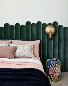"""The """"Headboard Sconce"""" Might Be Our Favorite Hotel-Inspired Small Bedroom Hack – Emily Henderson – diy Interior design Contemporary Bedroom, Modern Bedroom, Master Bedroom, Bedroom Green, Trendy Bedroom, Single Bedroom, Bedroom Wardrobe, Bedroom Bed, White Bedroom"""