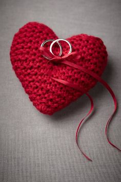 Red knit ring pillow