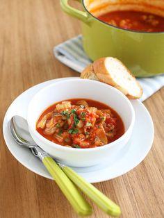 鶏肉と野菜をトマトで煮込んだ、イタリア家庭料理の代表格。|『ELLE a table』はおしゃれで簡単なレシピが満載!
