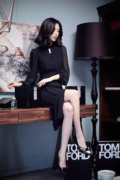 Gorgeous young lady  Yoon Seon Yeong Beautiful Legs, Beautiful Asian Girls, South Korea Fashion, Fashion Models, Girl Fashion, Yoon Sun Young, Hottest Female Celebrities, Mode Outfits, Ulzzang Girl
