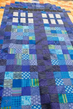 If you're a fan of Dr. For non Whovians, it's a time machine that looks like a blue police box. TARDIS stands for Time and Relative Dimension in Space.A working Tard. Doctor Who Quilt, Doctor Who Craft, Quilting Projects, Sewing Projects, Quilting Ideas, Sewing Ideas, Diy Projects, Police Box, Quilt Patterns