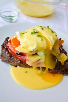 A mix between eggs benedict steak-n-eggs. this brunch dish is a knockout at any time of the day! Egg Recipes, Brunch Recipes, Breakfast Recipes, Cooking Recipes, Healthy Recipes, Dinner Recipes, Cooking Corn, Gourmet Cooking, Cooking Games
