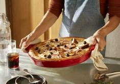 Make your own Deep Dish Pizza at home! Deep Dish Pizza Pan, Baked Pasta Dishes, Slow Cooker Times, Fruit Crumble, Cooking Dishes, Quick Easy Dinner, Pizza Bake, Thing 1, Oven Baked