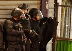 Nov 18, 2015 CHRISTIAN HARTMANN/REUTERS Police believed to be seeking fugitives in Friday's attacks converged Wednesday morning in St.-Denis, just outside Paris.