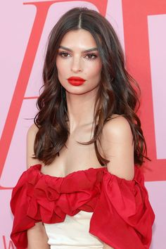 Bella Hadid, Lily Aldridge, Emily Ratajkowski… The 20 most beautiful beauty looks spotted at the CFDA Fashion Awards 2019 - Bella Hadid, Lily Aldridge, Emily Ratajkowski… The 20 most beautiful beauty looks spotted at the - Elizabeth Hurley, Elizabeth Banks, Looks Kim Kardashian, Emily Ratajkowski Style, Emily Ratajkowski Nails, Red Carpet Makeup, Cfda Awards, Sleek Ponytail, Oily Hair