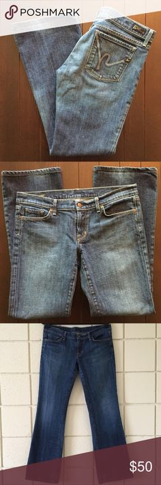 """COH Low Waist Bootcut Stretch Jeans Size 32 * Brand: Citizens of Humanity * Style: Margo Low Waist Bootcut * Size: 32 * Materials: 98% Cotton, 2% Polyurethane * Measurements taken laying flat: Waist 17.5"""", Inseam 31.5"""", Rise 8"""", Leg opening 9.5"""" * Features: Bootcut, meant to sit low on waist, subtle fading and distressing, light gray signature h embroidered on pockets * Condition: Worn once, there is a small fray in the fabric on back of leg (see pic) and purposely faded at hemline…"""